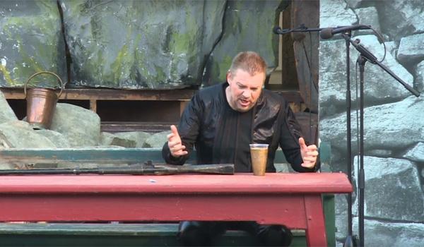 Tenor Rolf Sostmann in der Rolle des Max
